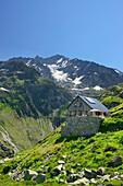 Windegg hut in front of Hinter Tierberg, Tieralplistock, Urner Alps, Bernese Oberland, Bern, Switzerland