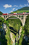 Rhaetian Railway driving over Solis Viaduct, Solis-Viaduct, Rhaetian Railway, Albulabahn, UNESCO World Heritage Site Rhaetian Railway, Grisons, Switzerland