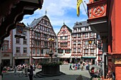 D-Bernkastel-Kues, health spa, Moselle, Middle Moselle, Rhineland-Palatinate, market place, half-timbered house, St Michael fountain, people, tourists