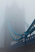 UK, United Kingdom, Great Britain, Britain, England, London, Southwark, Tower Bridge, River Thames, Thames River, Thames, River, Rivers, Fog, Foggy, Mist, Misty, Weather, Moody, Tourism, Travel, Holiday, Vacation. UK, United Kingdom, Great Britain, Britai