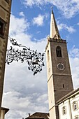 The village Kaltern Caldaro sulla Strada del Vino in South Tyrol Parish church Mariae Himmelfart Kaltern is a hot spot for tourism in South Tyrol boasting a medieval old town Europe, Central Europe, Italy, South Tyrol, June