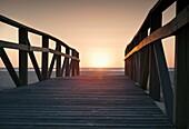 Andalusien , Aussen , Cadiz , Costa de la Luz , Dämmerung , Holz , Hölzern , Licht , Meer , Pfad , Sonne , Sonnenuntergang , Strand , Tarifa , YX7-1700694 , AGEFOTOSTOCK