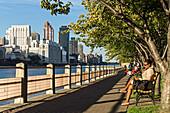 Roosevelt Island Promenade, Roosevelt Island, New York, USA