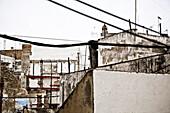 Blick über die Dächer von Cadiz, Hafenstadt am atlantischen Ozean, Region Cadiz, Andalusien, Spanien