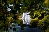 Lichtparcours Braunschweig, Lichtspiegelobjekt von Arend Zwicker, kunstvoll in Szene gesetzt, Oker, Braunschweig, Niedersachsen, Deutschland