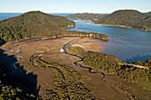 Luftaufnahme von Awaroa Inlet,Urlandschaft mit Flußmeander,Abel Tasman Nationalpark,Südinsel,Neuseeland