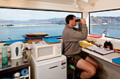 blocked for illustrated books in Germany, Austria, Switzerland: Ranger from the Royal Albatross Centre in his observatory, Albatros colony, Taiaroa Head, Otago, Südinsel, New Zealand