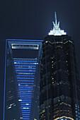 Shanghai World Financial Center und Jin Mao Tower bei Nacht, Pudong, Shanghai, China