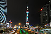Oriental Pearl Tower bei Nacht, Pudong, Shanghai, China