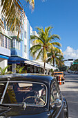 Oldtimer on Ocean Drive, Art Deco District, South Beach, Miami, Florida, USA
