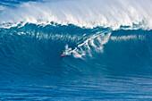 Hawaii, Maui, Peahi (Jaws), Surfer rides a giant wave