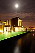 Hotelpool abends bei Vollmond, Hotel Areias do Seixo, Povoa de Penafirme, A-dos-Cunhados, Costa de Prata, Portugal