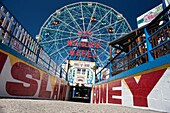 DENOÕS WONDER WHEEL AMUSEMENT PARK CONEY ISLAND BROOKLYN NEW YORK CITY USA
