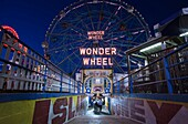 SIGN DENOÕS WONDER WHEEL AMUSEMENT PARK CONEY ISLAND BROOKLYN NEW YORK CITY USA