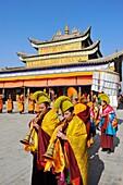 China, Qinghai, Amdo, Tongren Rebkong, Monastery of Gomar Guomari Si, Losar New Year festival, Opening ceremony, Monks procession