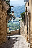 Alleyways and views in the hilltop village of Gordes, Luberon, Provence, France