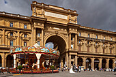 Carousel, merry-go-round on Piazza della Repubblica, square, historic centre of Florence, UNESCO World Heritage Site, Firenze, Florence, Tuscany, Italy, Europe