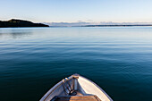 Rowboat on lake Starnberg, panorama of the Alps with Zugspitze in background, Unterallmannshausen, Berg, Bavaria, Germany