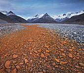 Rust coloured riverbed, Fjardara, Endalausidalur, Lambatungnafjall, East Iceland, Iceland