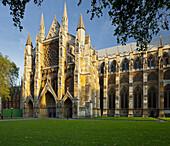 Westminster Abbey mit Rasen und Garten, Westminster City, London, England
