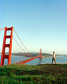 USA, California, woman hiking, Golden Gate Bridge, San Francisco