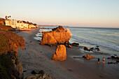 USA, California, Malibu, a couple enjoys the evening at El Matador beach