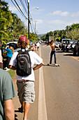 USA, Hawaii, The North Shore, people and cars try to get to Waimea Bay to watch the Eddie Aikau surf competition, Oahu