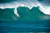 USA, Hawaii, surfer before wipeout on a wave at Waimea bay, the North Shore Oahu