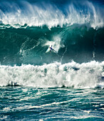 USA, Hawaii, Oahu, the North Shore, Kelly Slater wipeout on a huge wave at Waimea bay
