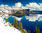 USA, Oregon, snowcapped mountains with reflection, Crater Lake National Park