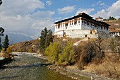 Bhutan (kingdom of), District of Paro, the City, the Dzong built in 1646 by the famous Shabdrung Namgyel, burnt in 1907 and rebuilt later on in an identical way, overlooking on river Paro // Bhoutan (Royaume du), district de Paro, la ville de Paro, le Dzo