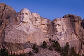USA, South Dakota, Black Hills National Forest, Keystone, Mount Rushmore National Memorial, dawn