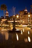 PLAZA FOUNTAIN, HISTORIC PONCE DE LEON HOTEL BUILDING FLAGER COLLEGE SAINT AUGUSTINE FLORIDA, USA