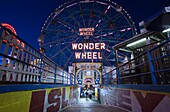 SIGN DENO'S WONDER WHEEL AMUSEMENT PARK CONEY ISLAND BROOKLYN NEW YORK CITY USA
