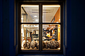 Looking through the window of a bakery in the historic city centre around the central Market Place, Rothenburg ob der Tauber, Middle Franconia, Franconia, Bavaria, Germany