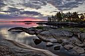 Morgendämmerung am Onegasee, Republik Karelien, Russland
