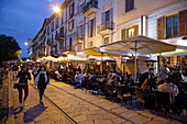 Guests in restaurants and bars in the evening, Navigli quarter, Milan, Lombardy, Italy