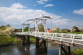 Hogendiek bridge, pedestrian bridge across the Luehe rivulet, near Steinkirchen, Altes Land, Lower Saxony, Germany