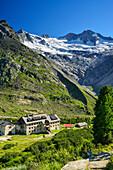 Hut Berliner Huette in front of Rossruggspitze and Grosser Moeseler, Zillertal Alps, valley Zillertal, Tyrol, Austria