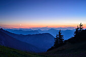 View from mount Stripsenkopf over mountain scenery in the evening, Zahmer Kaiser, Kaiser mountain range, Tyrol, Austria
