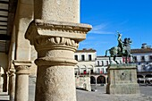 Typical arcade and equestrian statue of Francisco Pizarro in Main Square of Trujillo  Cáceres  Extremadura  Spain