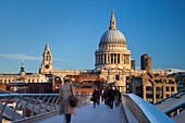 Commuters walking to work across the Millennium Bridge toward St  Paul´s Cathedral, London England, UK