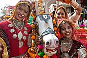 Street Entertainers, Pushkar Camel Festival, Pushkar, Rajasthan, India