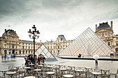 The Louvre Pyramide, Paris, France, Europe, UNESCO World Heritage Sites (bank of Seine between Pont de Sully und Pont d'Iena)