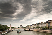 View from Pont de Sully to Pont de la Tournelle and Quai Bethune, Ile Saint-Louis, Paris, France, Europe, UNESCO World Heritage Sites (bank of Seine between Pont de Sully und Pont d'Iena)