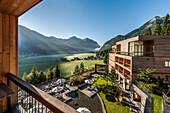 Hotel Das Kronthaler mit Blick auf den Achensee, Achenkirch, Tirol, Österreich