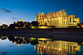 Looking across Parc del Mar to cathedral, Palma, Majorca, Spain