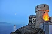 Küstenlandschaft in Giglio Porto, Insel Giglio im Mar Tirreno, Süd-Toskana, Toskana, Italien