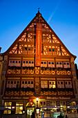 Gasthof Deutsches Haus in der Altstadt in der Dämmerung, Dinkelsbühl, Franken, Bayern, Deutschland
