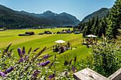 Blick auf Achensee und Achenkirch, Tirol, Österreich